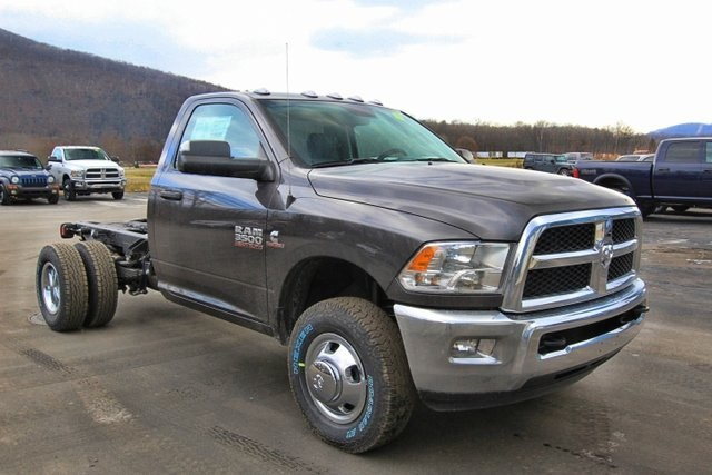 2018 Ram 3500 Regular Cab DRW 4x4,  Cab Chassis #JG376541 - photo 3