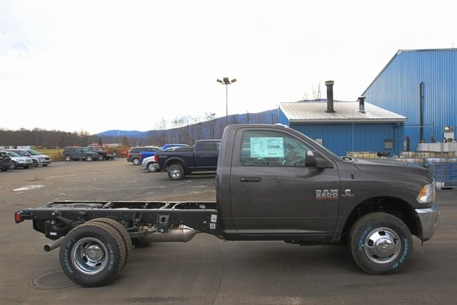 2018 Ram 3500 Regular Cab DRW 4x4,  Cab Chassis #JG376541 - photo 4