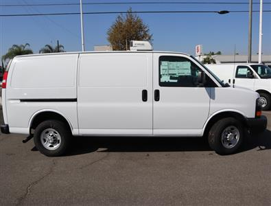2018 Chevrolet Express 3500 RWD, Thermo King Direct-Drive Refrigerated Body #181455 - photo 3