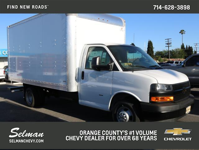 2018 Chevrolet Express 3500 RWD, Supreme Cutaway Van #182930 - photo 1