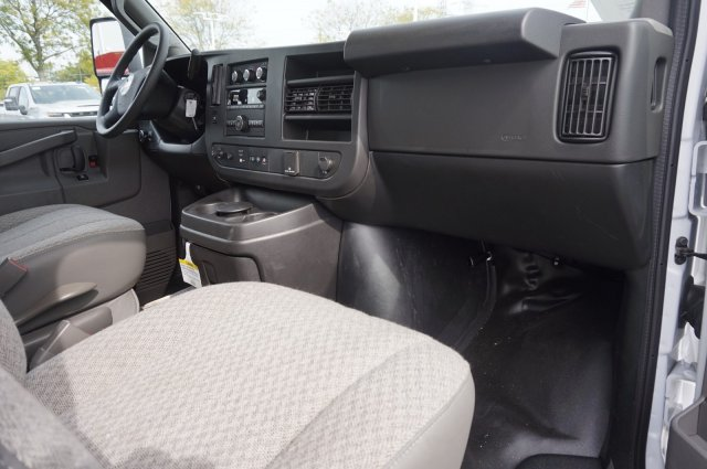 2019 Chevrolet Express 3500 RWD, Unicell Aerocell CW Cutaway Van #3190923 - photo 5