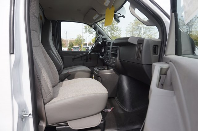 2019 Chevrolet Express 3500 RWD, Unicell Aerocell CW Cutaway Van #3190923 - photo 6