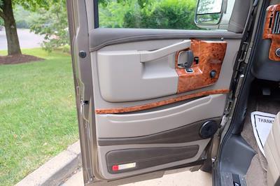 2021 Chevrolet Express 2500 4x2, Passenger Wagon #C10355 - photo 11