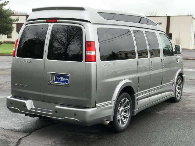 2018 Express 2500 4x2,  Passenger Wagon #C80338 - photo 2