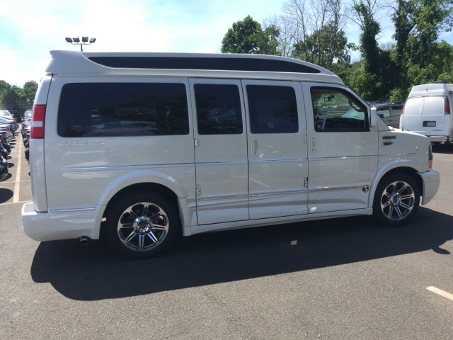 2018 Express 2500 4x2,  Passenger Wagon #C80579 - photo 4
