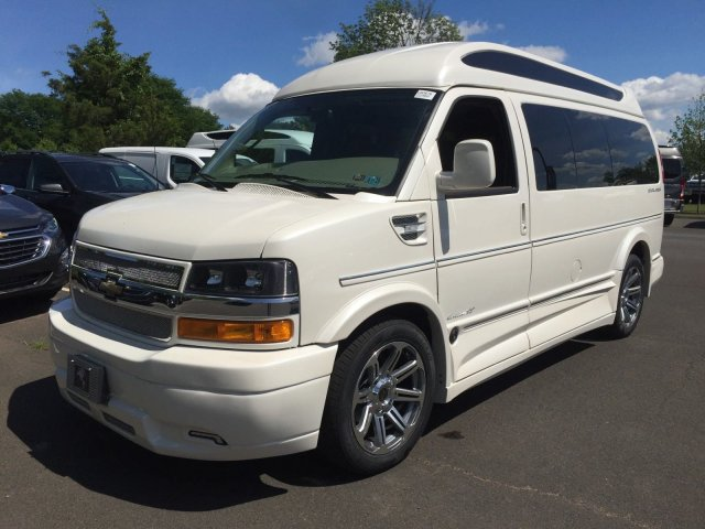 2018 Express 2500 4x2,  Passenger Wagon #C80579 - photo 6