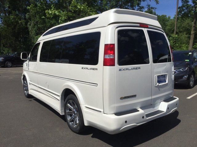 2018 Express 2500 4x2,  Passenger Wagon #C80579 - photo 2