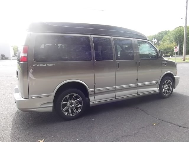 2018 Chevrolet Express 2500 4x2, Passenger Wagon #C00840X - photo 1