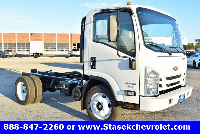 2016 Low Cab Forward Regular Cab, Cab Chassis #166863 - photo 3