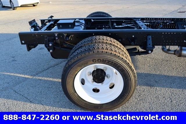 2016 Low Cab Forward Regular Cab, Cab Chassis #166863 - photo 18