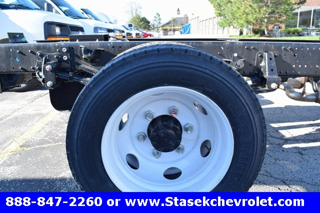 2016 Low Cab Forward Regular Cab, Cab Chassis #166890 - photo 14