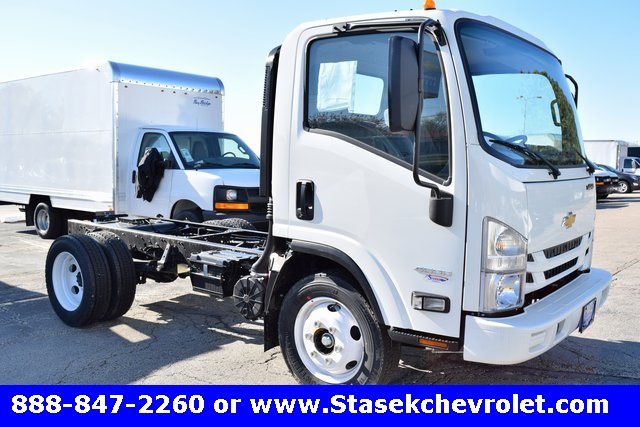 2016 Low Cab Forward Regular Cab, Cab Chassis #166890 - photo 3