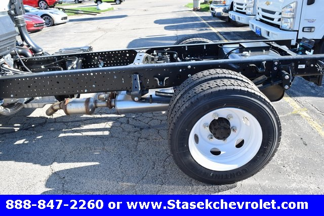 2016 Low Cab Forward Regular Cab, Cab Chassis #166890 - photo 9