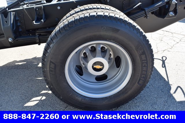 2017 Silverado 3500 Regular Cab 4x4, Cab Chassis #168584 - photo 9