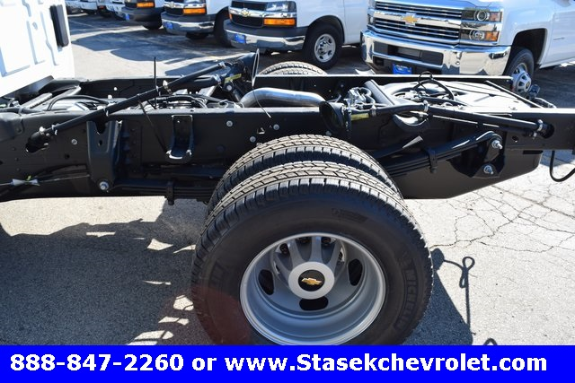2017 Silverado 3500 Regular Cab 4x4, Cab Chassis #168584 - photo 10