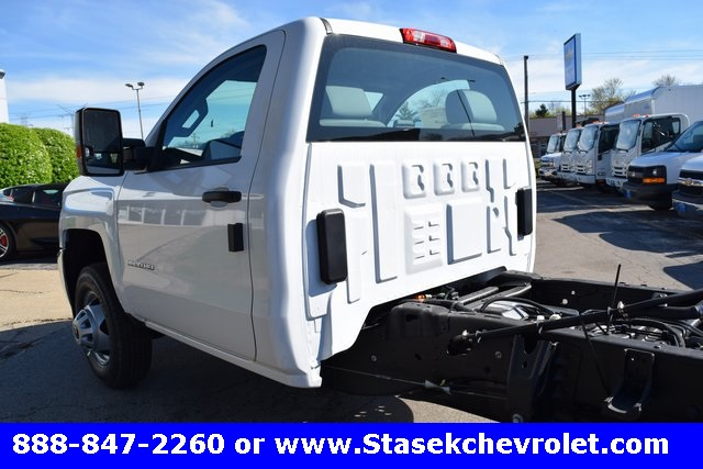 2017 Silverado 3500 Regular Cab 4x4, Cab Chassis #168584 - photo 11