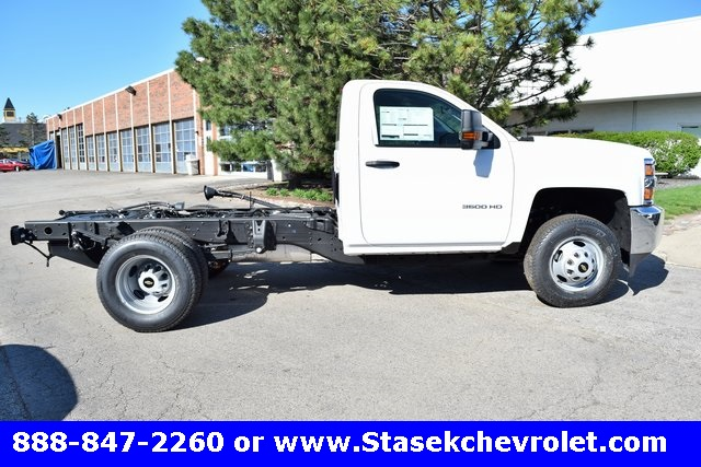 2017 Silverado 3500 Regular Cab 4x4, Cab Chassis #168584 - photo 17