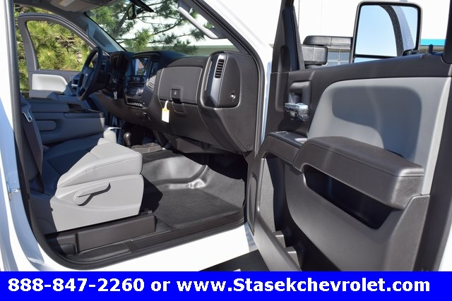 2017 Silverado 3500 Regular Cab 4x4, Cab Chassis #168584 - photo 21