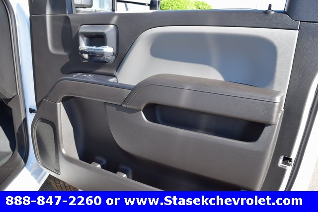 2017 Silverado 3500 Regular Cab 4x4, Cab Chassis #168584 - photo 22