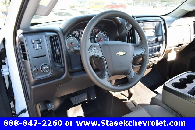 2017 Silverado 3500 Regular Cab 4x4, Cab Chassis #168584 - photo 26