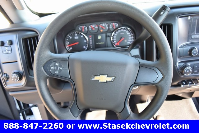 2017 Silverado 3500 Regular Cab 4x4, Cab Chassis #168584 - photo 31