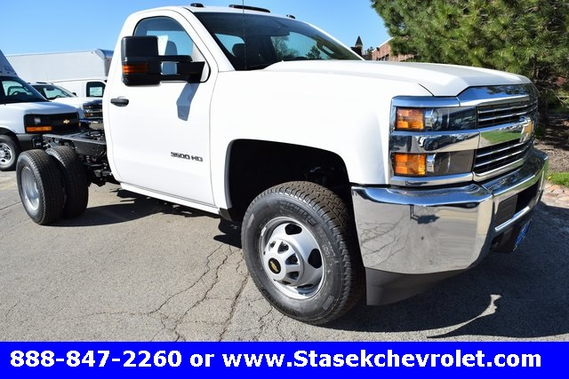 2017 Silverado 3500 Regular Cab 4x4, Cab Chassis #168584 - photo 3