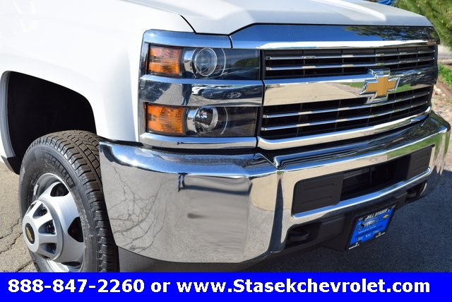 2017 Silverado 3500 Regular Cab 4x4, Cab Chassis #168584 - photo 4