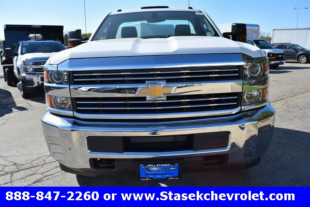 2017 Silverado 3500 Regular Cab 4x4, Cab Chassis #168584 - photo 5