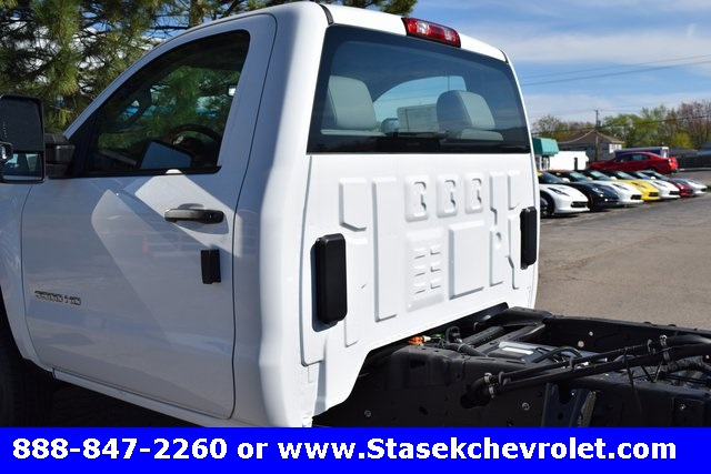 2017 Silverado 3500 Regular Cab 4x4, Cab Chassis #168623 - photo 10
