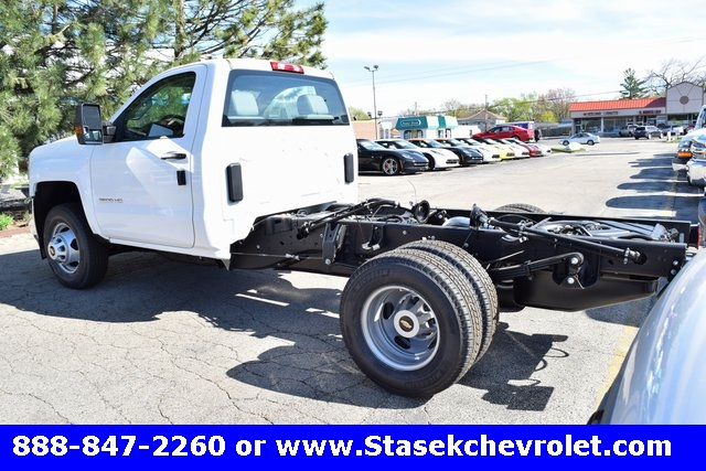2017 Silverado 3500 Regular Cab 4x4, Cab Chassis #168623 - photo 2
