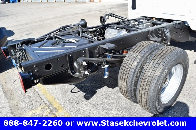2017 Silverado 3500 Regular Cab 4x4, Cab Chassis #168623 - photo 13