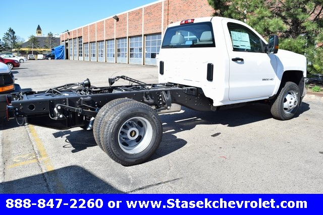2017 Silverado 3500 Regular Cab 4x4, Cab Chassis #168623 - photo 14