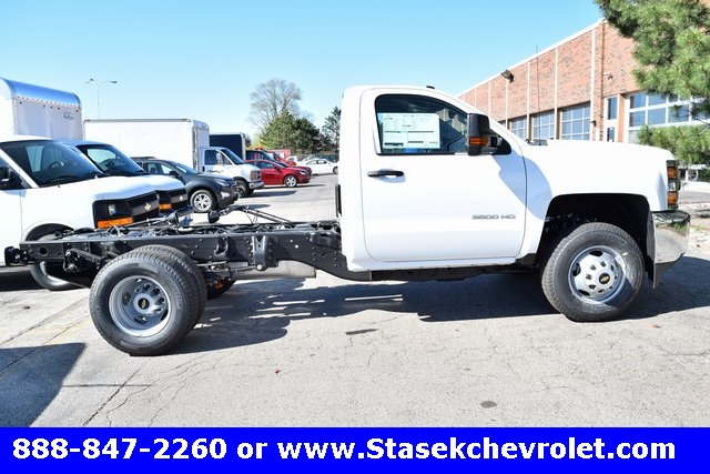 2017 Silverado 3500 Regular Cab 4x4, Cab Chassis #168623 - photo 15