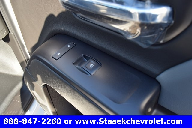 2017 Silverado 3500 Regular Cab 4x4, Cab Chassis #168623 - photo 21