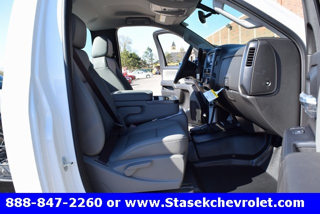 2017 Silverado 3500 Regular Cab 4x4, Cab Chassis #168623 - photo 22