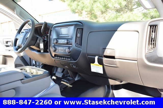 2017 Silverado 3500 Regular Cab 4x4, Cab Chassis #168623 - photo 24