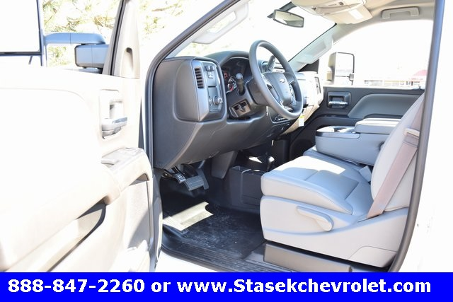 2017 Silverado 3500 Regular Cab 4x4, Cab Chassis #168623 - photo 25