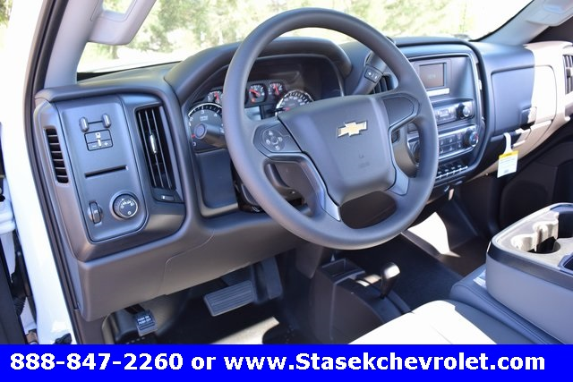 2017 Silverado 3500 Regular Cab 4x4, Cab Chassis #168623 - photo 26