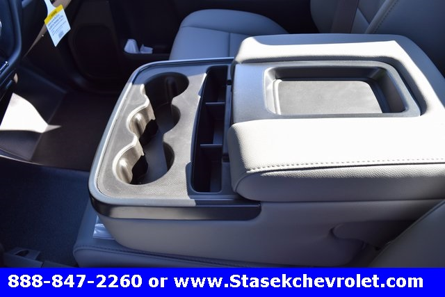 2017 Silverado 3500 Regular Cab 4x4, Cab Chassis #168623 - photo 29
