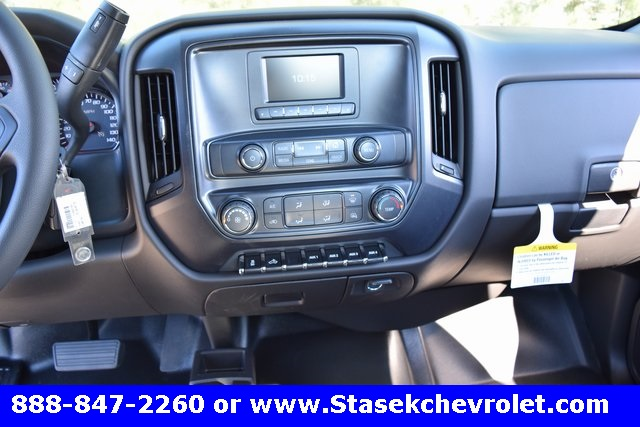 2017 Silverado 3500 Regular Cab 4x4, Cab Chassis #168623 - photo 31
