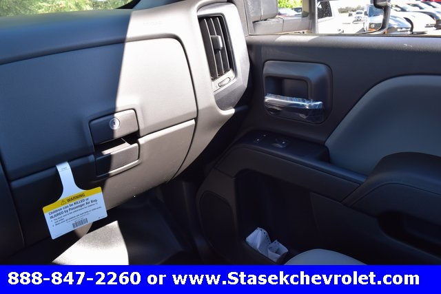 2017 Silverado 3500 Regular Cab 4x4, Cab Chassis #168623 - photo 32