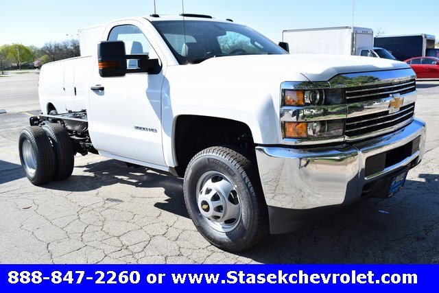 2017 Silverado 3500 Regular Cab 4x4, Cab Chassis #168623 - photo 3