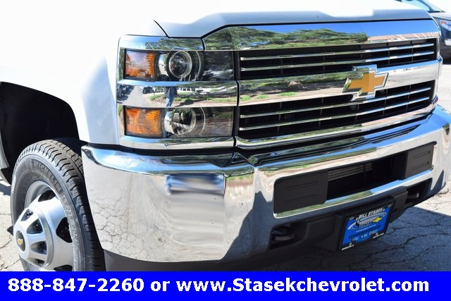 2017 Silverado 3500 Regular Cab 4x4, Cab Chassis #168623 - photo 4