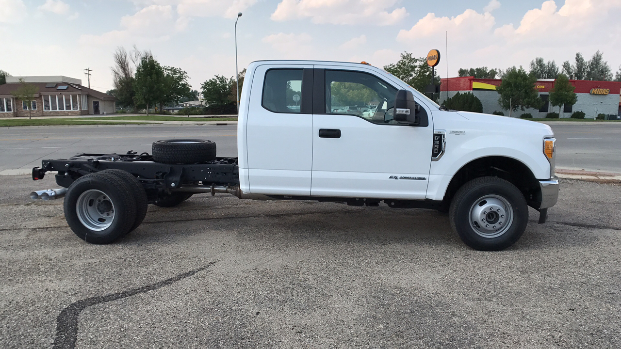 2017 F-350 Super Cab DRW 4x4, Cab Chassis #HEC11410 - photo 3