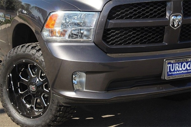 2017 Ram 1500 Crew Cab 4x4 Pickup #N5614 - photo 4