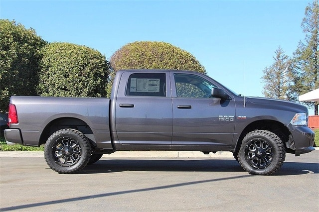 2017 Ram 1500 Crew Cab 4x4 Pickup #N5614 - photo 6