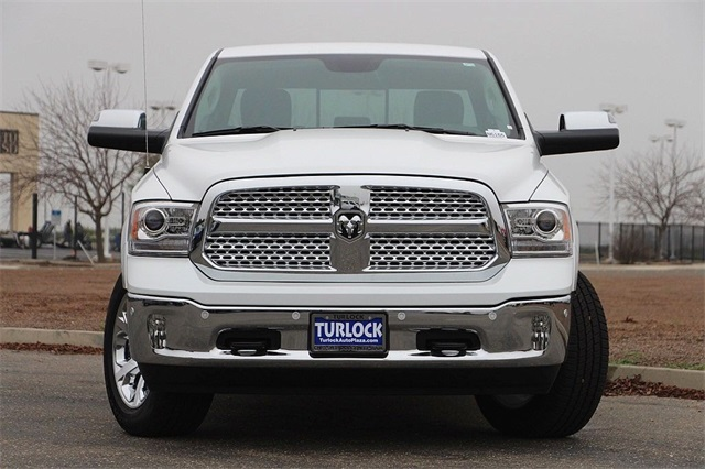 2018 Ram 1500 Crew Cab 4x4 Pickup #N6165 - photo 4