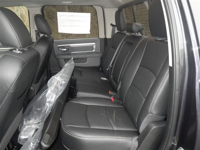 2017 Ram 1500 Crew Cab 4x4, Pickup #K26452 - photo 16