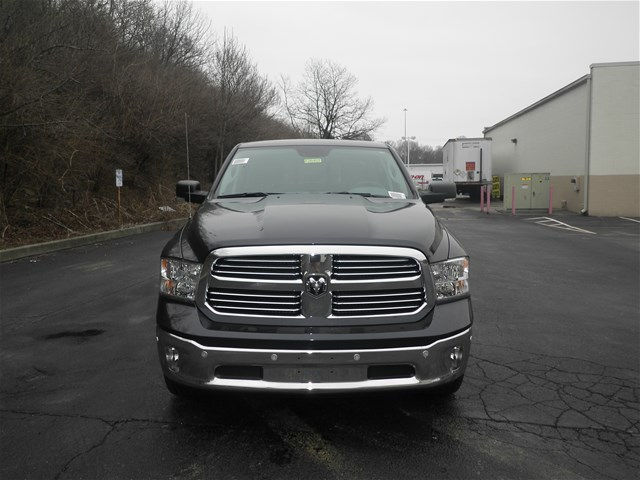 2017 Ram 1500 Crew Cab 4x4, Pickup #K26452 - photo 3