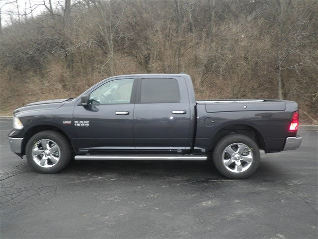 2017 Ram 1500 Crew Cab 4x4, Pickup #K26452 - photo 8